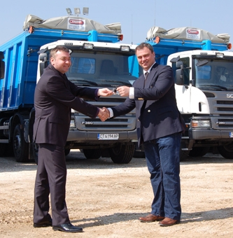 Agri-M delivered 25 units of Scania tippers to AES